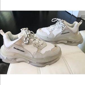 Balenciaga.   I only worn them ones